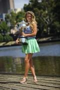 Виктория Азаренко, фото 211. Victoria Azarenka Posing with the Australian Open Trophy along the Yarra River in Melbourne - 29.01.2012, foto 211