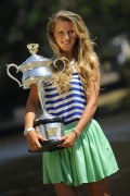 Виктория Азаренко, фото 206. Victoria Azarenka Posing with the Australian Open Trophy along the Yarra River in Melbourne - 29.01.2012, foto 206