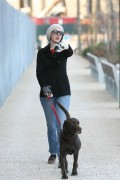 Энн Хэтэуэй, фото 5934. Anne Hathaway 'Walking her dog in Brooklyn', february 5, foto 5934
