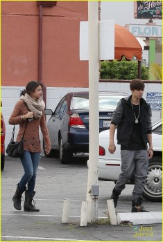 8cdcdc175344990 Selena Gomez is Cute Going To IHOP Encino 2/15/12 MQ Tag
