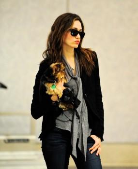 Эмми Россам, фото 3318. Emmy Rossum Looks Great with Her Dog LAX 2/17/12, foto 3318