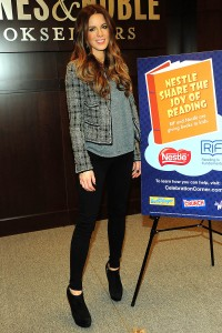 Кейт Бэкинсэйл, фото 8602. Kate Beckinsale The Nestle Share the Joy of Reading Program in LA, 01.03.2012, foto 8602