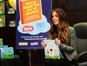 Кейт Бэкинсэйл, фото 8605. Kate Beckinsale The Nestle Share the Joy of Reading Program in LA, 01.03.2012, foto 8605