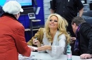 Памела Андерсон, фото 4975. Pamela Anderson signs autographs at Lugner City in Vienna, Austria, March 5, foto 4975