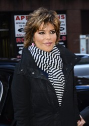 Лиза Ринна, фото 853. Lisa Rinna - 'Today' show in NYC (March 6), foto 853