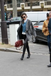 Миранда Керр, фото 3765. Miranda Kerr - arriving at the Miu Miu runway show, Paris - March 7, foto 3765