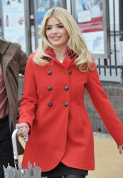 Holly Willoughby at This Morning Studios in London 1st May x8