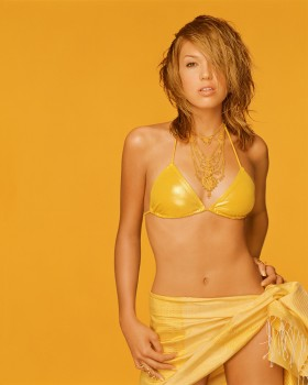 Mandy Moore Belly Post *Stacy Keibler wins Poll*